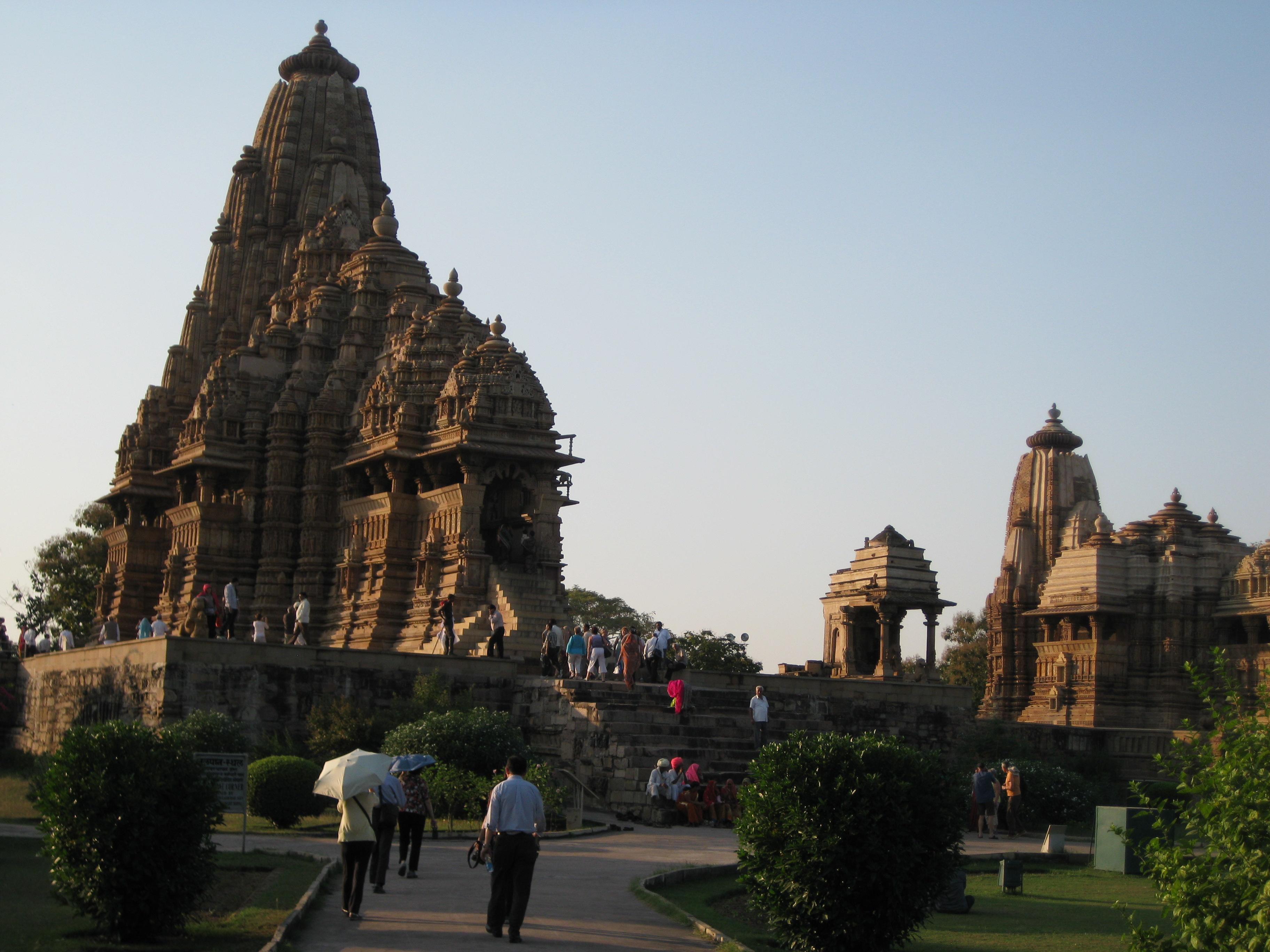 Храмы Каджурахо вызывают огромный интерес туристов