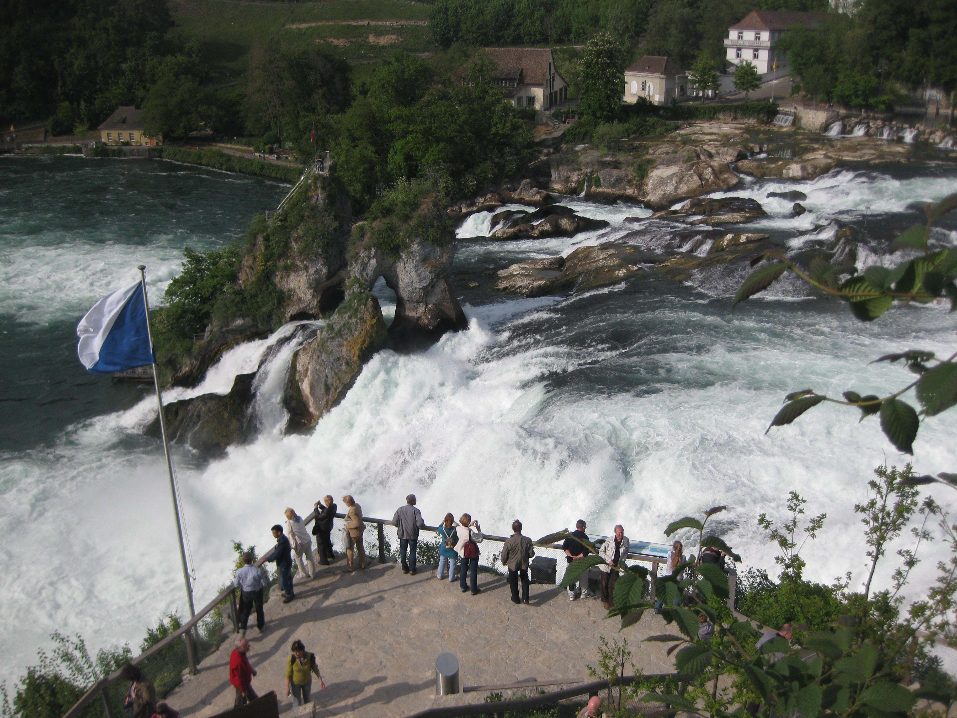 Рейнский водопад - ухоженный туристический объект