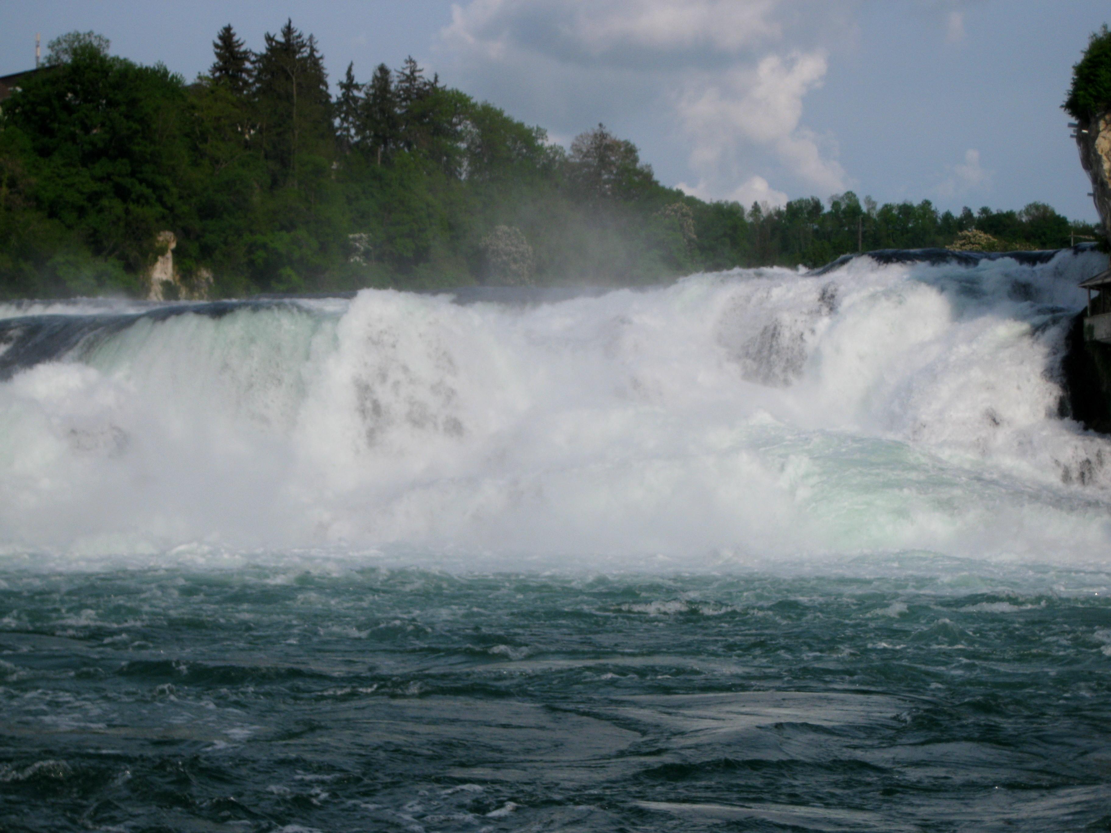 Сила и мощь Рейнского водопада во всей красе