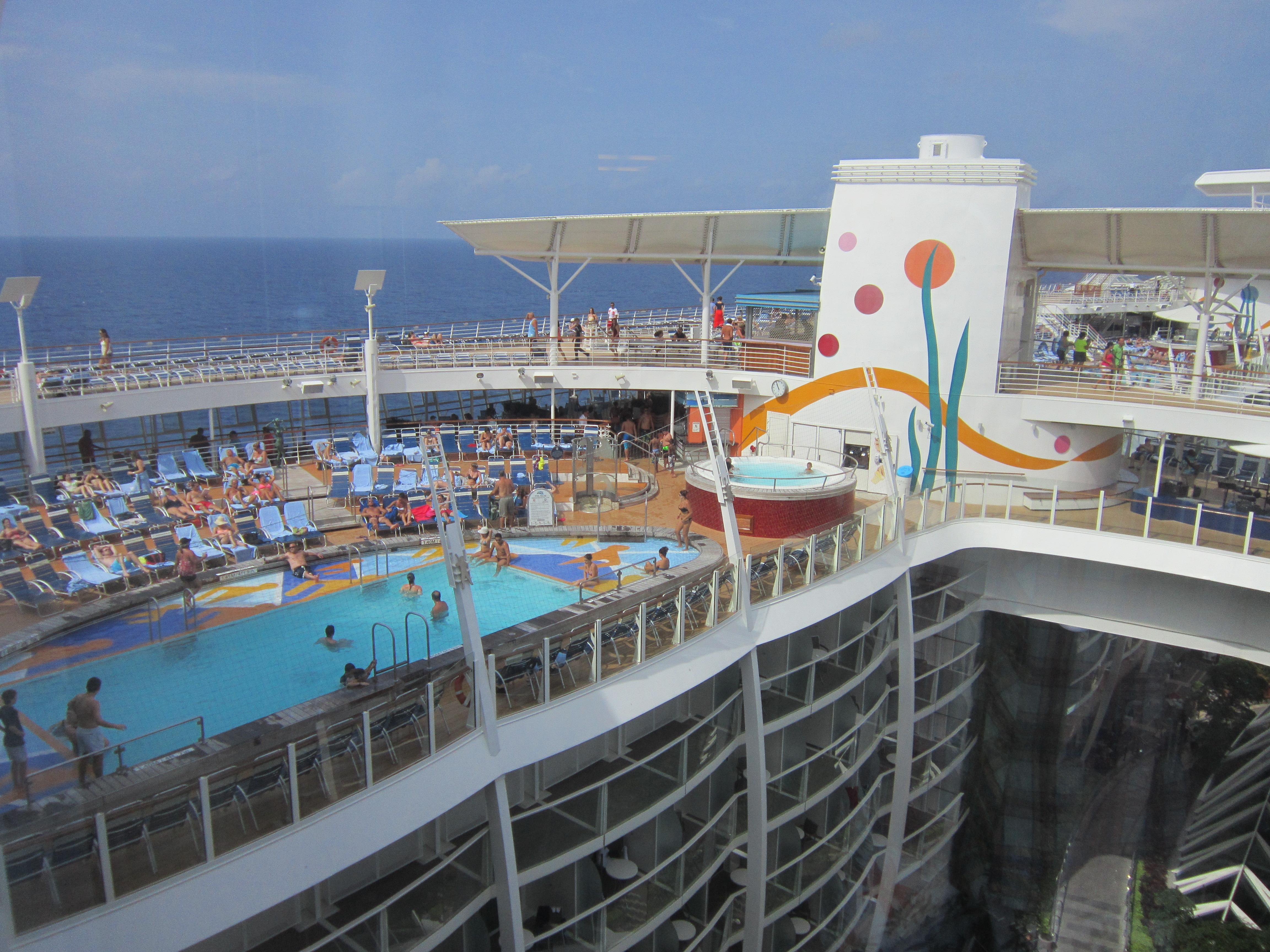 Пляжная палуба корабля «Очарование морей»