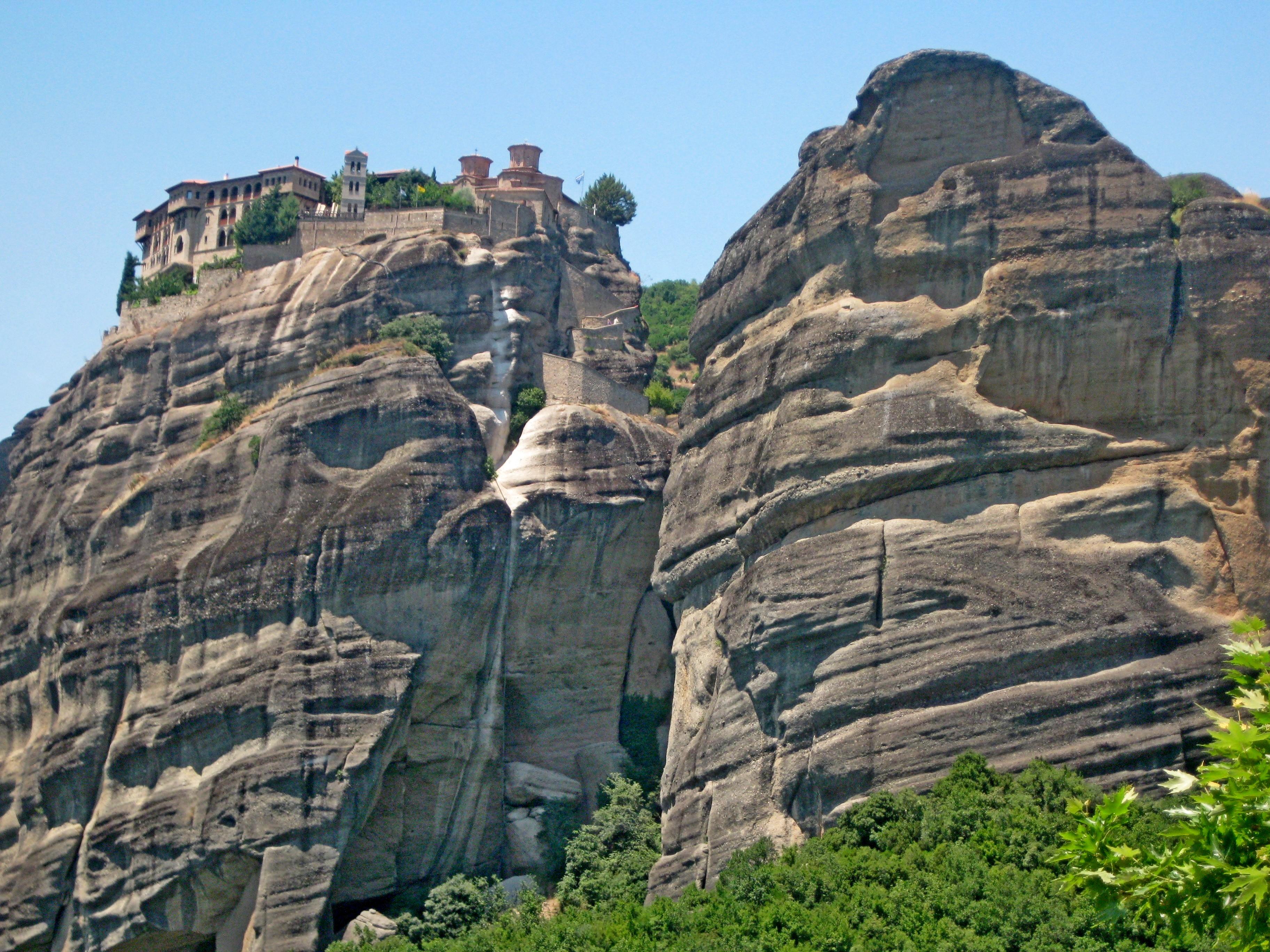 Все монастыри в Метеорах строились, как крепости