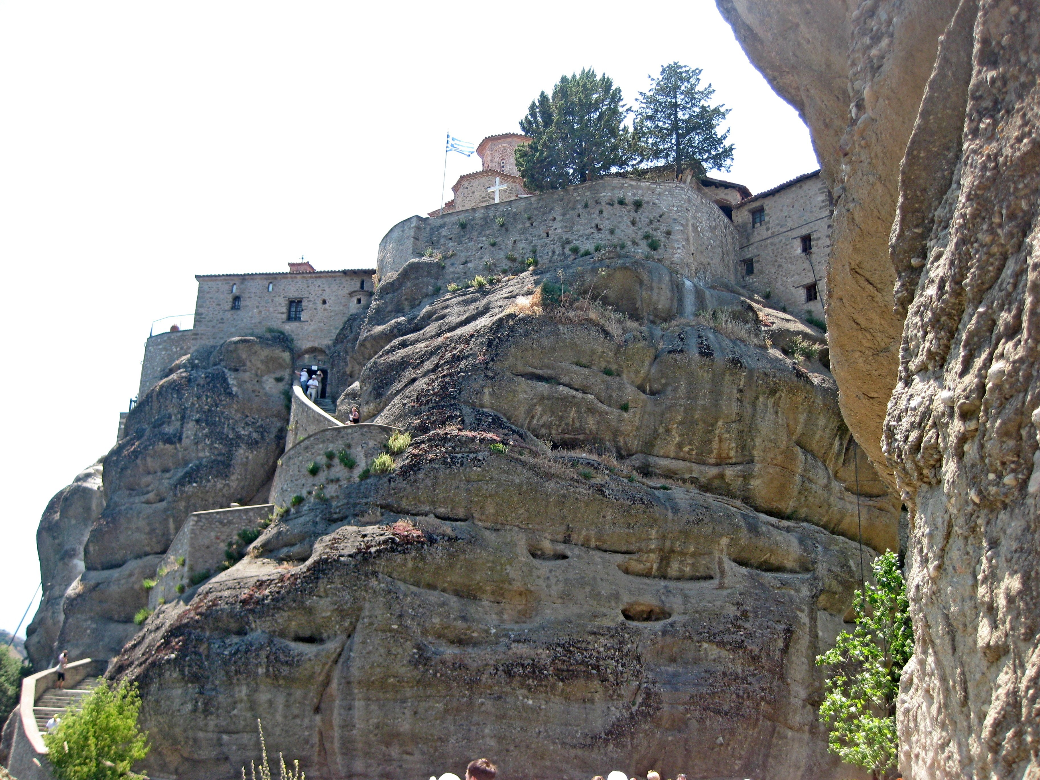 Монастыри в Метеорах открыты для посещения