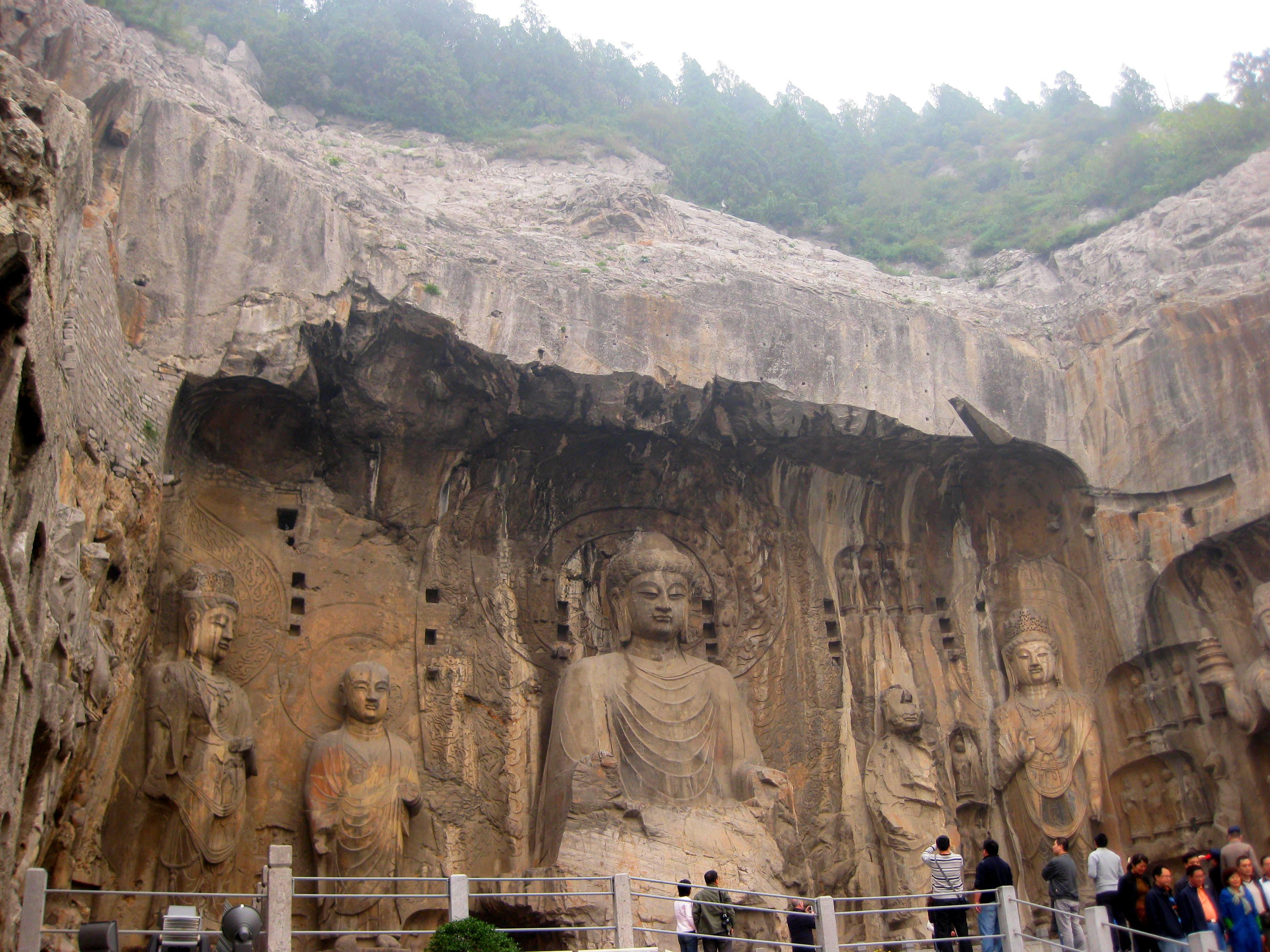 Пещерный Храм ста тысяч Будд, или Ворота Дракона