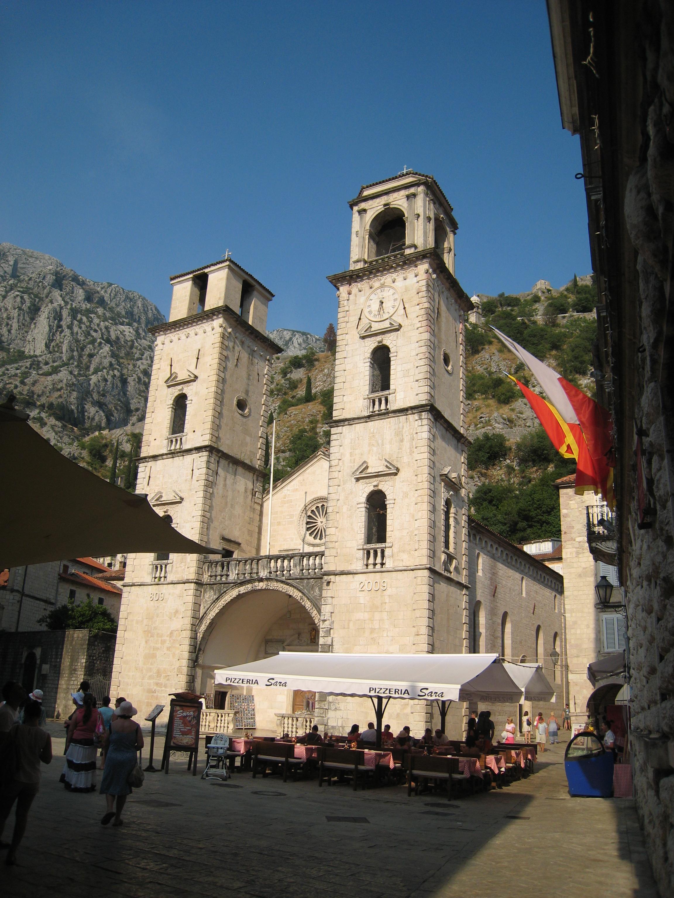 Котор – город-крепость у подножия горы Ловчен