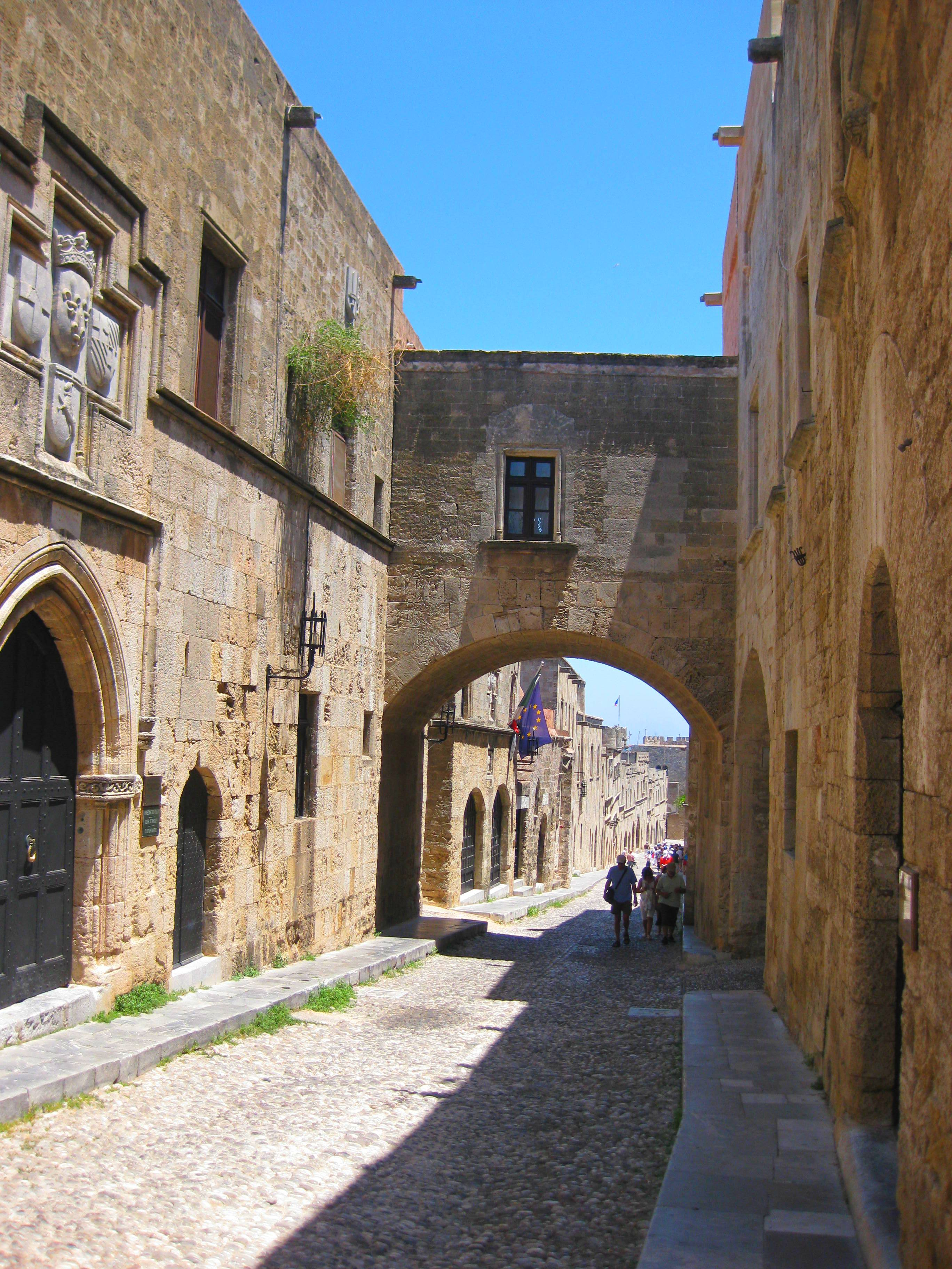 На этой улице Родоса располагались ложи Ордена Госпитальеров