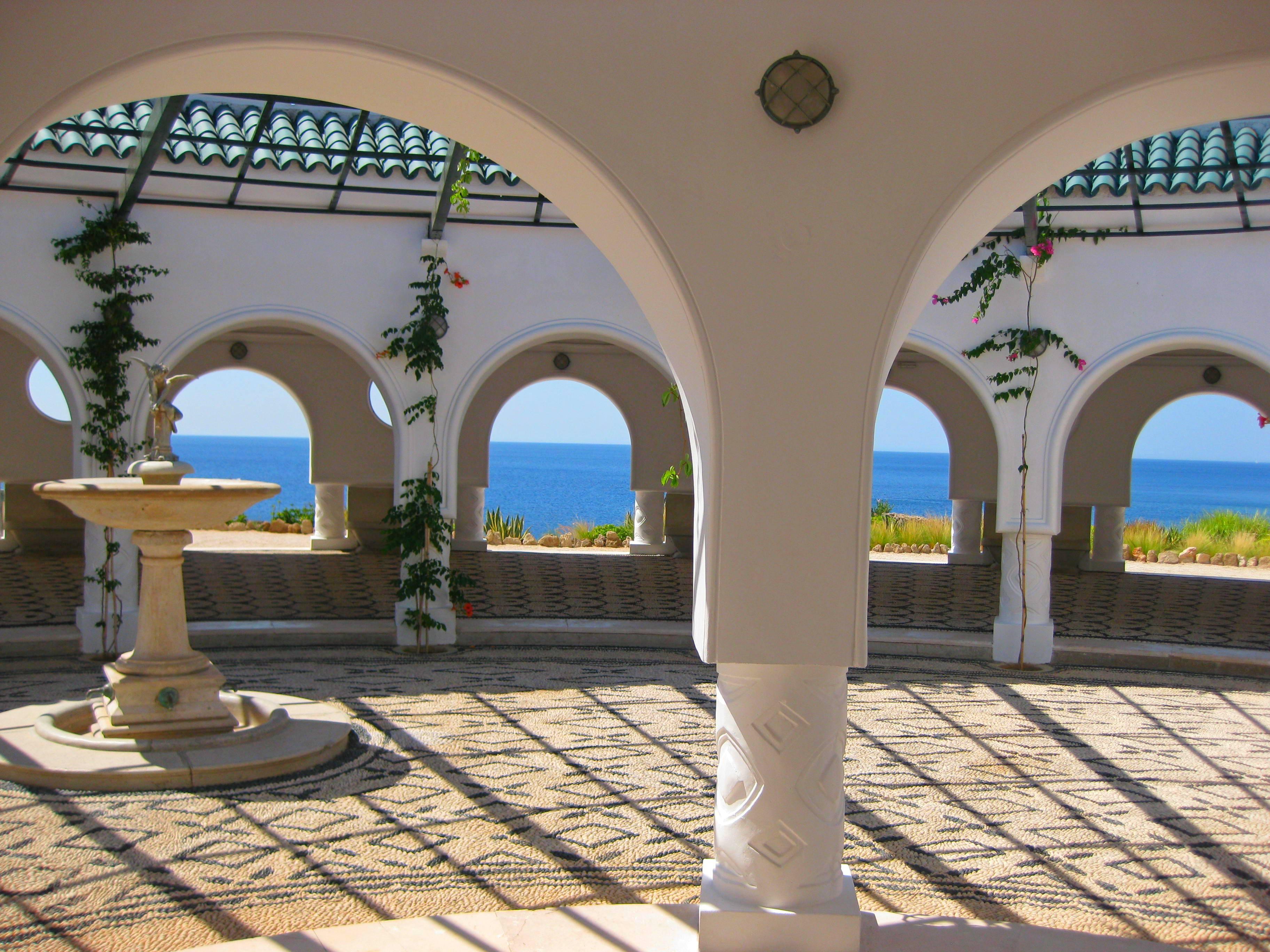 Остров Родос. Итальянская ротонда на курорте Калитея